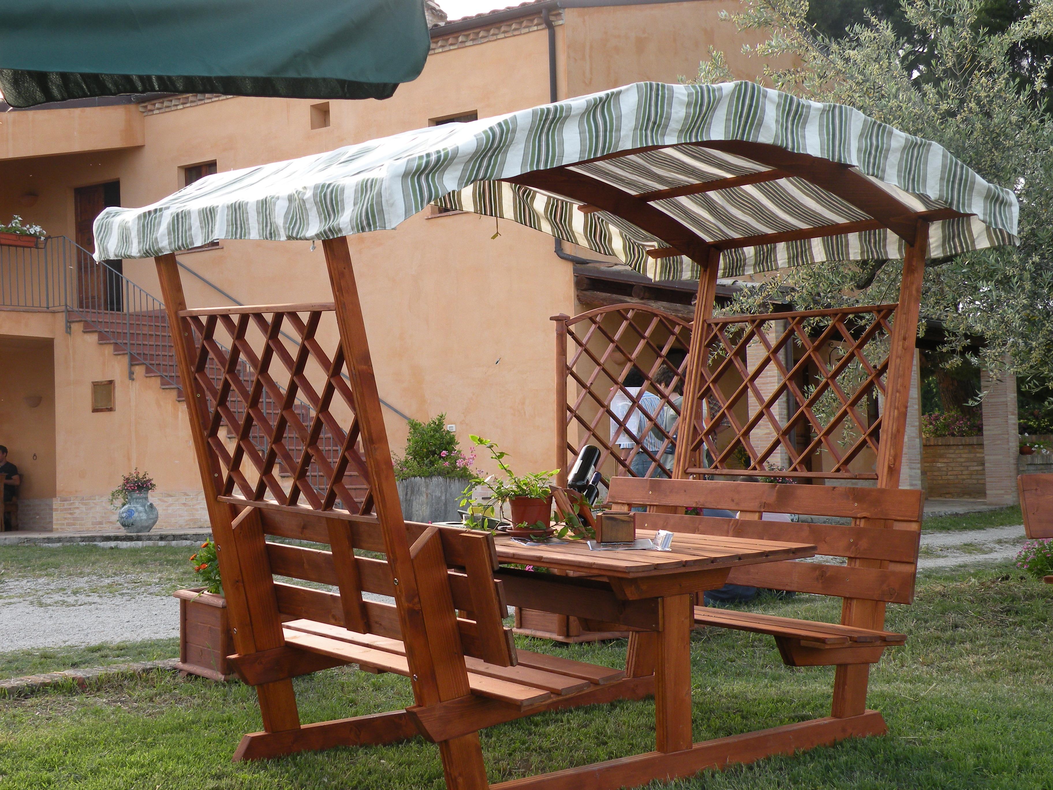 Tavoli per l 39 esterno in legno tavolo mod party con copertura - Tavoli per esterno in legno ...