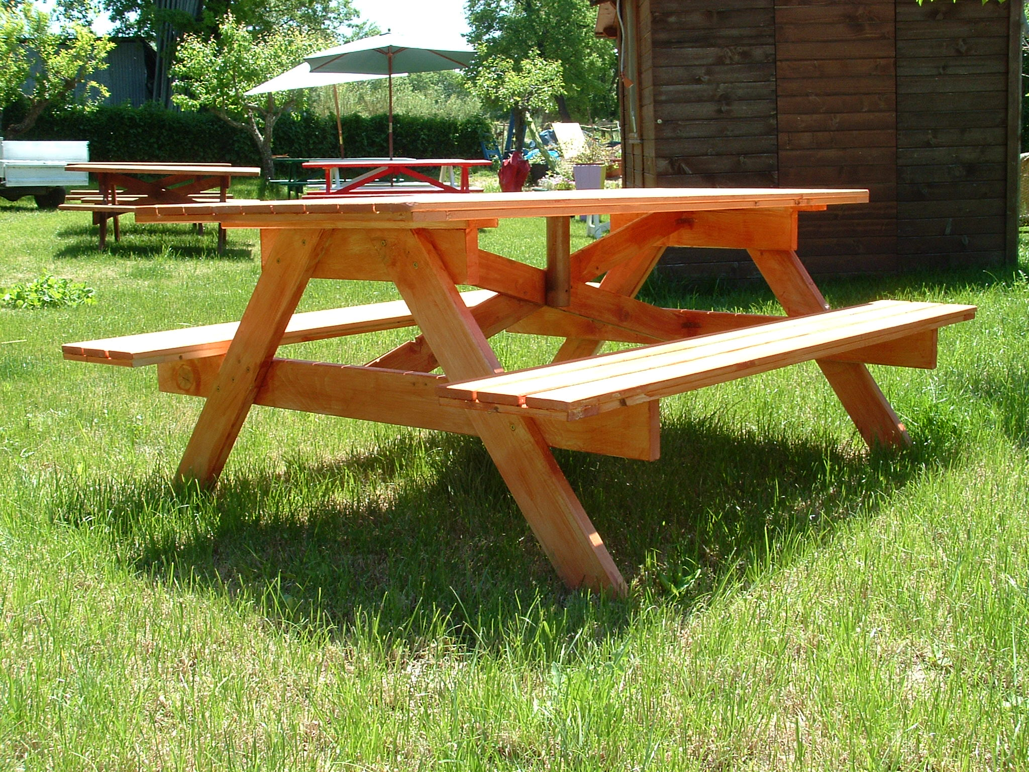 Tavoli per l 39 esterno in legno tavolo mod holiday - Tavoli per esterno ...