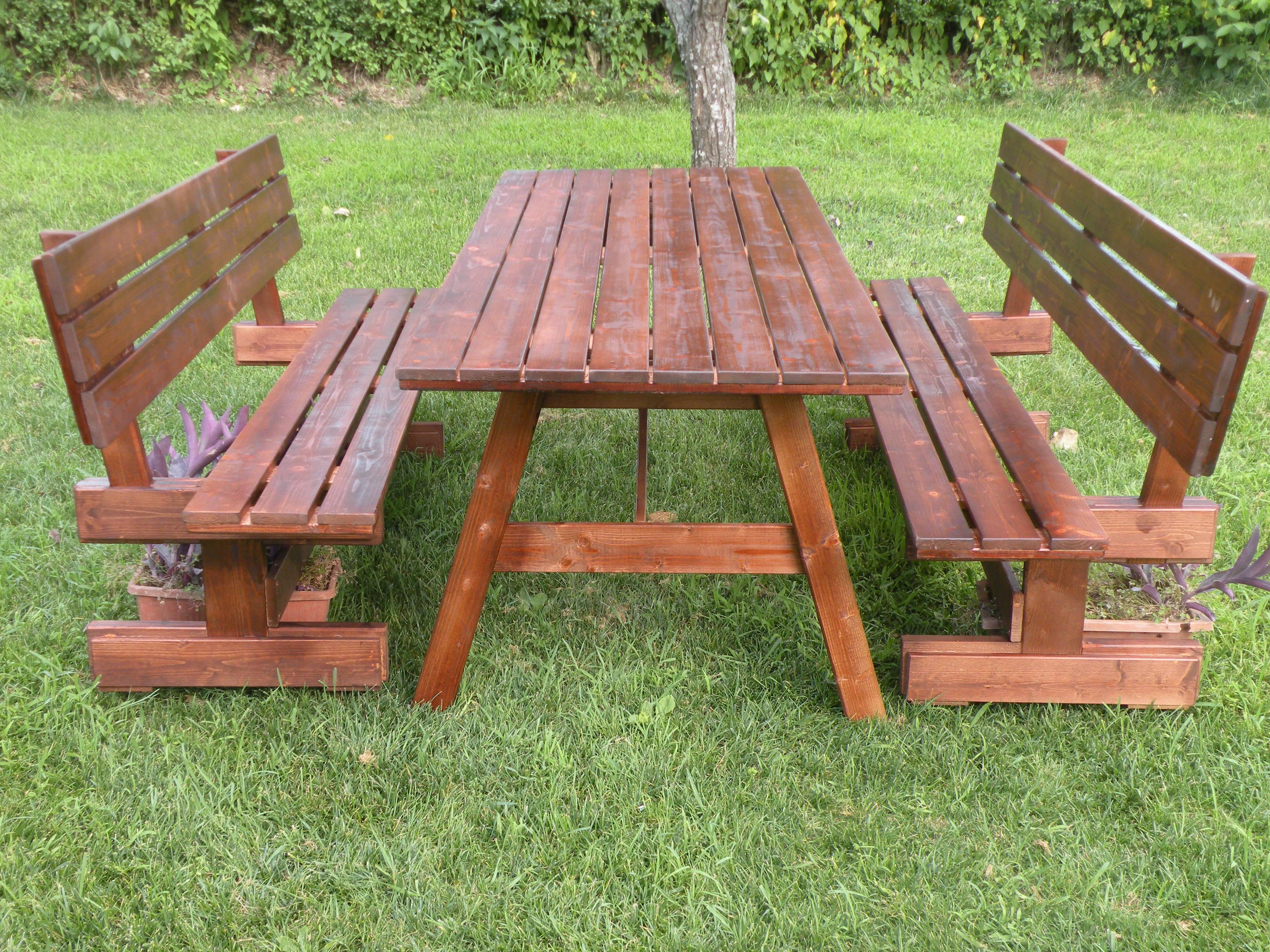 Tavoli per l 39 esterno in legno tavolo da giardino con for Panche in legno da giardino